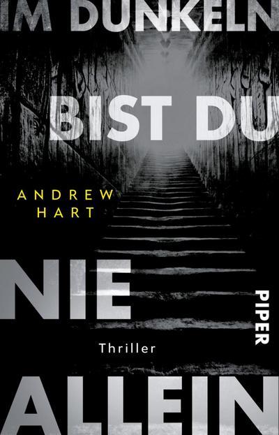 im-dunkeln-bist-du-nie-allein-thriller, 5.34 EUR @ regalfrei-de