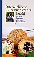 Österreichische Bäuerinnen kochen Knödel