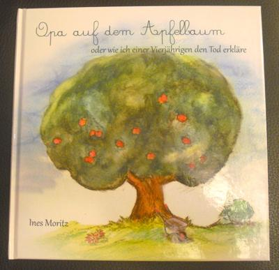 Opa auf dem Apfelbaum