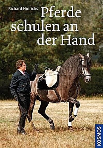 Pferde schulen an der Hand